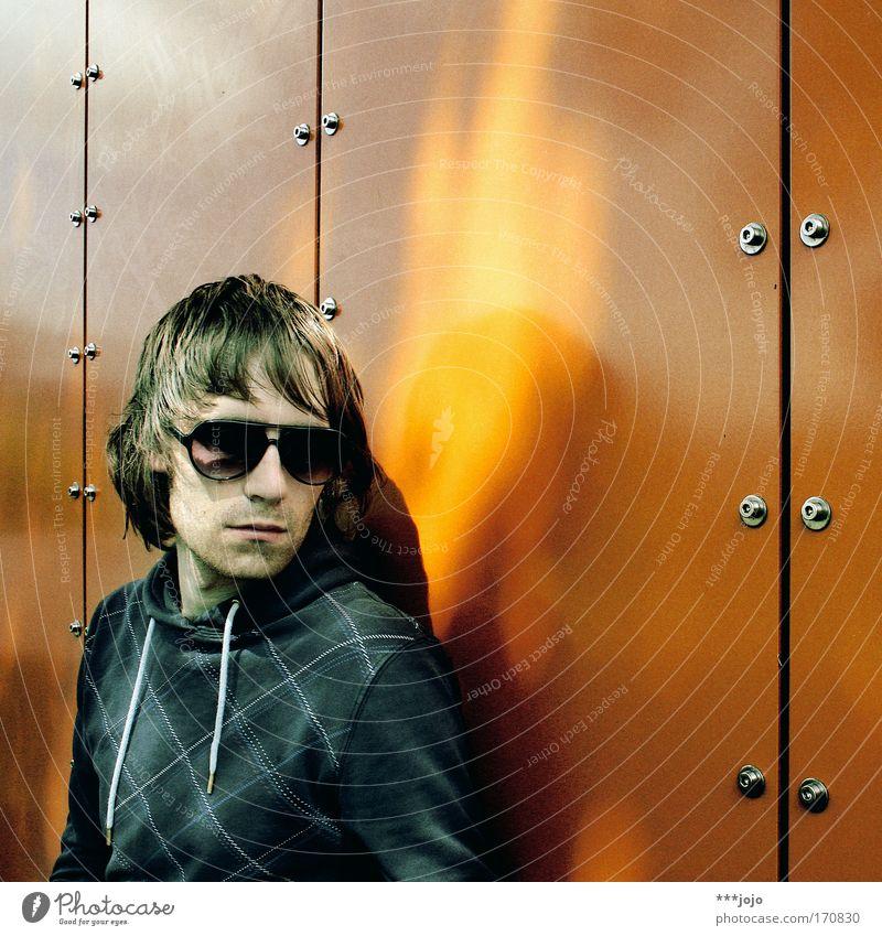 angel. Mensch Mann Jugendliche Haare & Frisuren Stil Erwachsene orange Mode Feuer ästhetisch maskulin Coolness retro Porträt Flügel