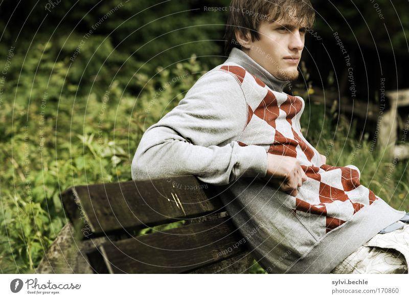 Chill dein Leben! Natur Jugendliche schön Mann ruhig Erwachsene Gesicht Erholung Park Stimmung Zufriedenheit Junger Mann sitzen Freizeit & Hobby maskulin Brücke