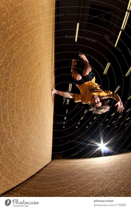 Wallspin Farbfoto Blitzlichtaufnahme Fischauge Stil Sport Le Parkour Freerunning Trendsport Bewegung drehen fliegen frei Unendlichkeit selbstbewußt Leben