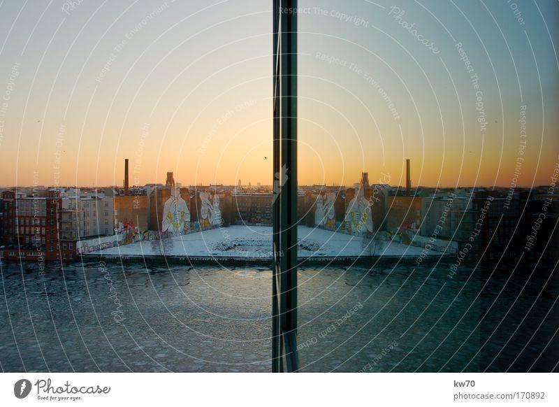 Spreespiegelung Natur Wasser Berlin Fenster groß Flussufer Symmetrie Hauptstadt Friedrichshain Warschauer Brücke