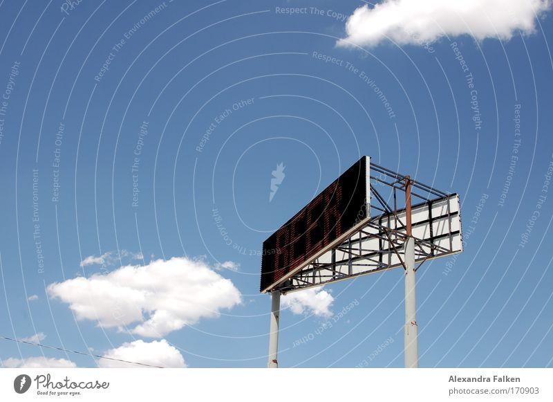 Heute gibt's Bier Farbfoto Außenaufnahme Tag Bildschirm Technik & Technologie Informationstechnologie Kommunizieren Anzeige Himmel Wolken