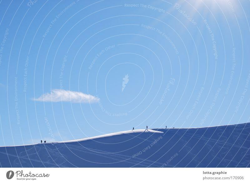 on_the_go Farbfoto Außenaufnahme Textfreiraum oben Tag Licht Schatten Sonnenlicht Sonnenstrahlen Panorama (Aussicht) Landschaft Himmel Schnee Berge u. Gebirge