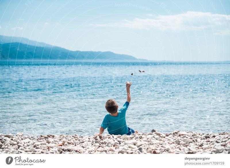 Kinder werfen Steine ??auf das Wasser Lifestyle schön Freizeit & Hobby Spielen Ferien & Urlaub & Reisen Sommer Strand Meer Mensch Mädchen Junge Kindheit Natur