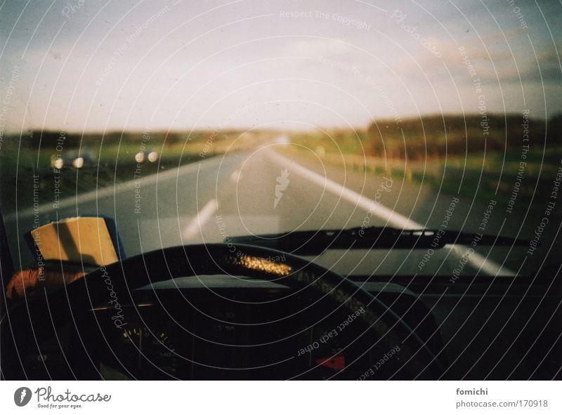weg hier Farbfoto Außenaufnahme Innenaufnahme Lomografie Holga Menschenleer Dämmerung Licht Schatten Reflexion & Spiegelung Starke Tiefenschärfe Weitwinkel
