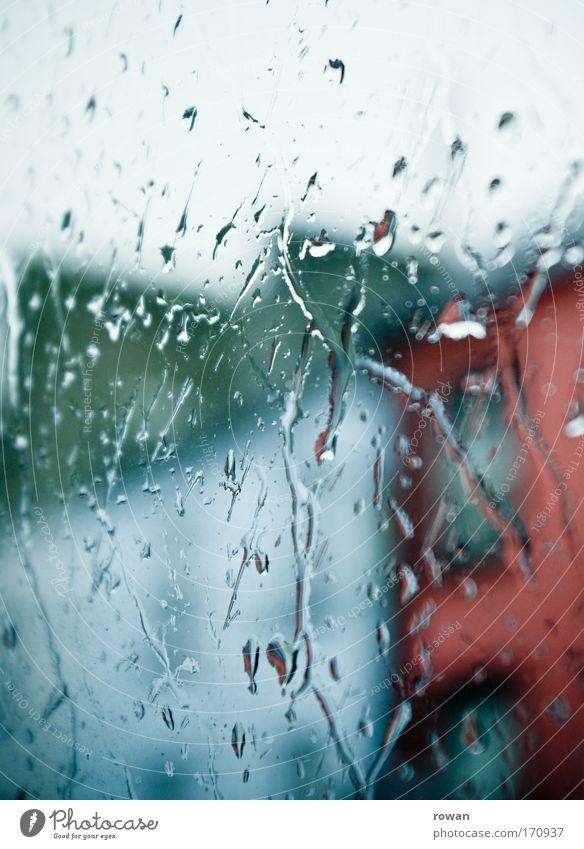 regentag Stadt dunkel kalt Fenster Traurigkeit Regen Glas Wassertropfen nass Trauer trist Tropfen Häusliches Leben Langeweile Fensterscheibe schlechtes Wetter