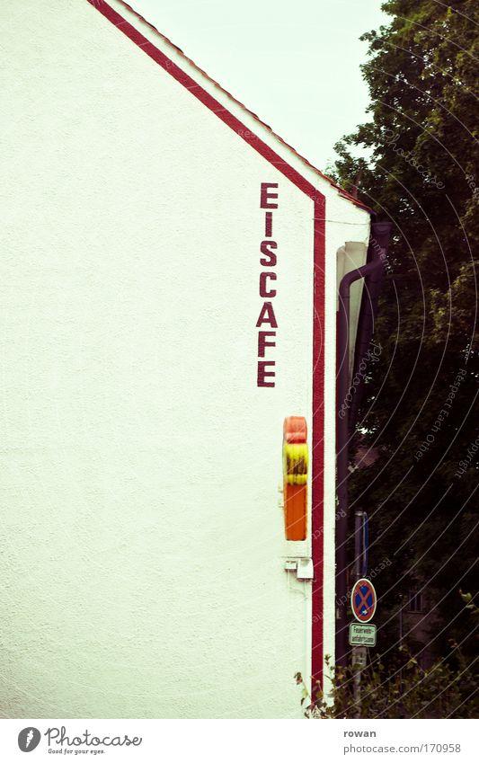 lust auf eis? Farbfoto Gedeckte Farben Textfreiraum links Tag Haus retro trist Speiseeis Café eiscafé Eisbude Schilder & Markierungen Schriftzeichen Logo