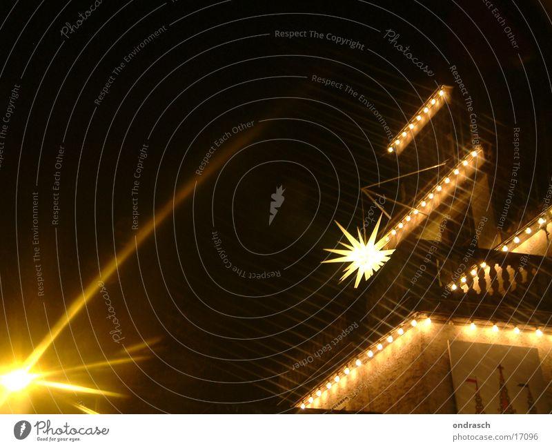 Sternenschauder Weihnachten & Advent Straße Lampe dunkel Beleuchtung Stern (Symbol) Laterne Lichterkette Fototechnik Weihnachtskrippe