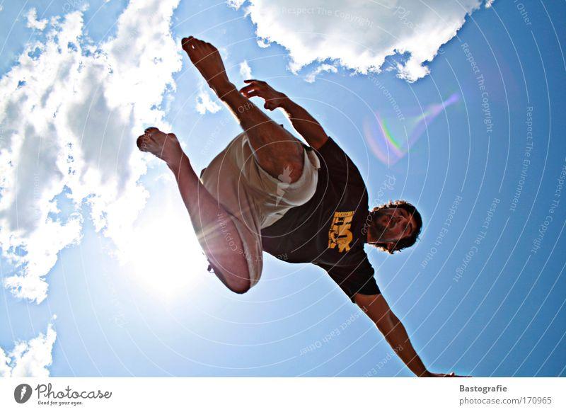 totale freiheit Farbfoto Außenaufnahme Mensch maskulin 1 Sport Handstand Himmel Mann Akrobatik Wolken Sonne Sommer Freizeit & Hobby Barfuß kunst Blauer Himmel