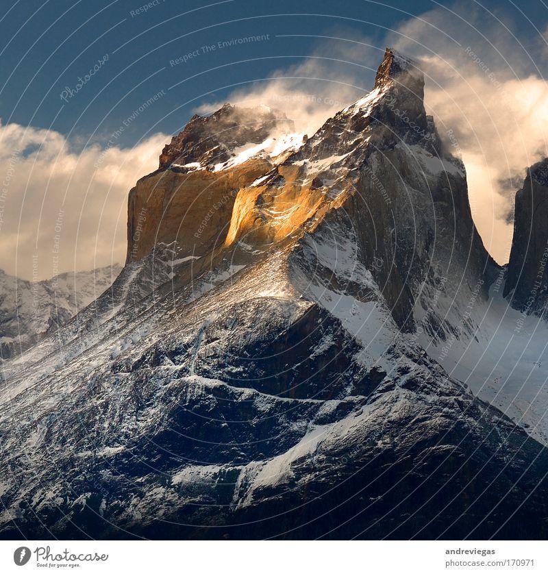 Natur Berge u. Gebirge Landschaft Gipfel Schönes Wetter selbstbewußt Tapferkeit Schneebedeckte Gipfel