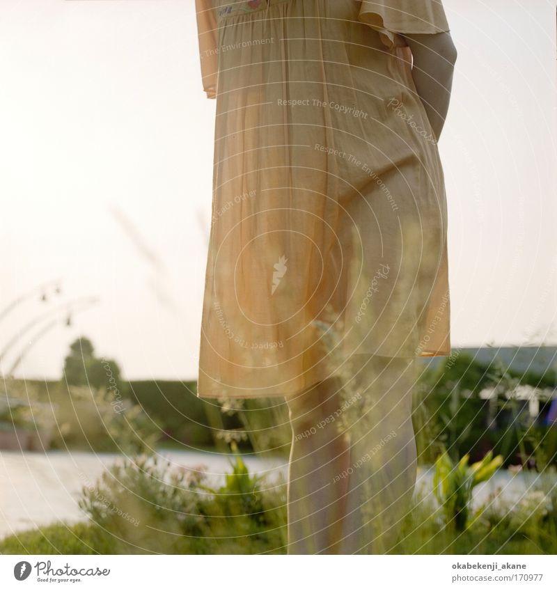 Mutter #2 Farbfoto Abend Licht Mensch feminin Junge Frau Jugendliche Erwachsene Beine 1 18-30 Jahre Fröhlichkeit Glück Gefühle Stimmung Gelassenheit Tag