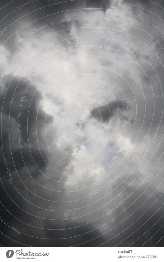 Es graut so grau weiß Wolken Farbe dunkel kalt grau Regen Wetter Klima Schutz gruselig Gewitter Unwetter schlechtes Wetter Gewitterwolken nur Himmel
