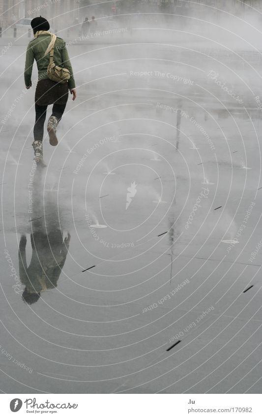Spring time Farbfoto Gedeckte Farben Außenaufnahme Textfreiraum rechts Textfreiraum unten Textfreiraum Mitte Tag Reflexion & Spiegelung Ganzkörperaufnahme