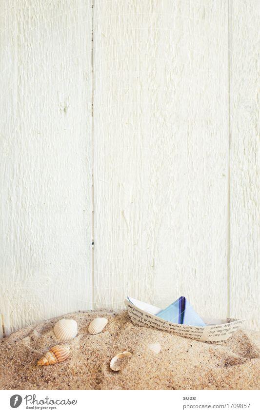 Kleines Ahoi Ferien & Urlaub & Reisen Freude Hintergrundbild Lifestyle Holz Sand Design hell Wasserfahrzeug Freizeit & Hobby Zufriedenheit Dekoration & Verzierung Abenteuer Zeichen Freundlichkeit Ostsee