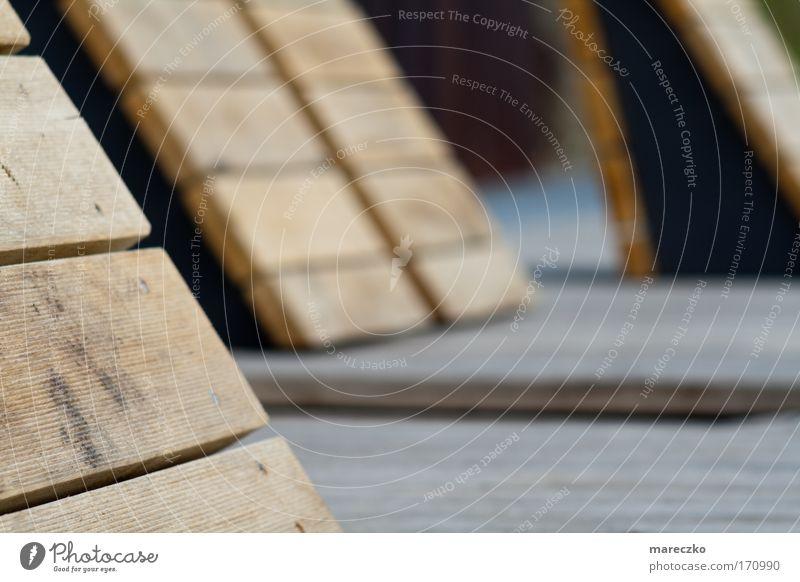 Moderne Sonnenliegen Farbfoto Tag Design Wellness harmonisch Erholung ruhig Sonnenbad Bühne Urelemente Strand Terrasse Holz modern Warmherzigkeit