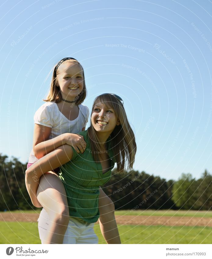Schwestern I Frau Mensch Kind Jugendliche Mädchen Sommer Freude Leben Porträt Spielen Frühling Natur Glück lachen Familie & Verwandtschaft Freundschaft