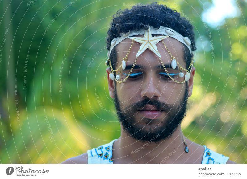 Meerjungfrau Haare & Frisuren Schminke maskulin androgyn Gesicht 1 Mensch Accessoire Stirnband schwarzhaarig Bart Vollbart Seestern Panzer Göttin authentisch