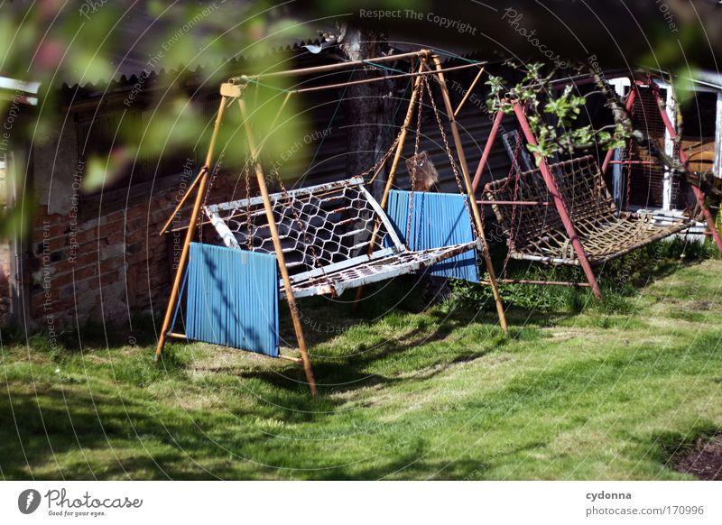 Ausgeschaukelt Sommer Ferien & Urlaub & Reisen ruhig Einsamkeit Leben Erholung Wiese Gefühle Gras Garten Freiheit träumen Traurigkeit Zeit Kommunizieren Bank