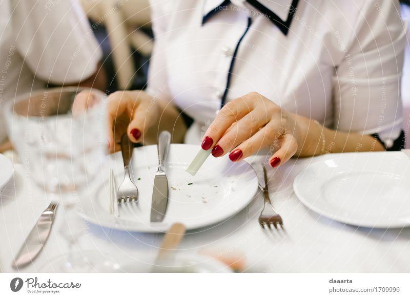 nach dem Essen Lebensmittel Mahlzeit Abendessen Büffet Brunch Geschirr Teller Messer Gabel Lifestyle elegant Stil Freude Nagellack harmonisch Freizeit & Hobby