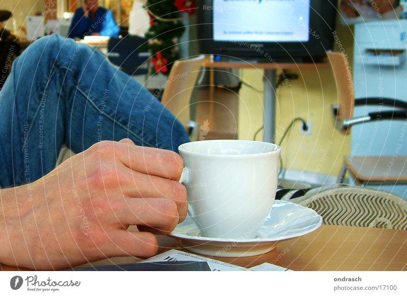 bitte warten Hand Arbeit & Erwerbstätigkeit sitzen Kaffee Fernsehen Dienstleistungsgewerbe geduldig gestikulieren Ausdauer Abflughalle Ungeduld