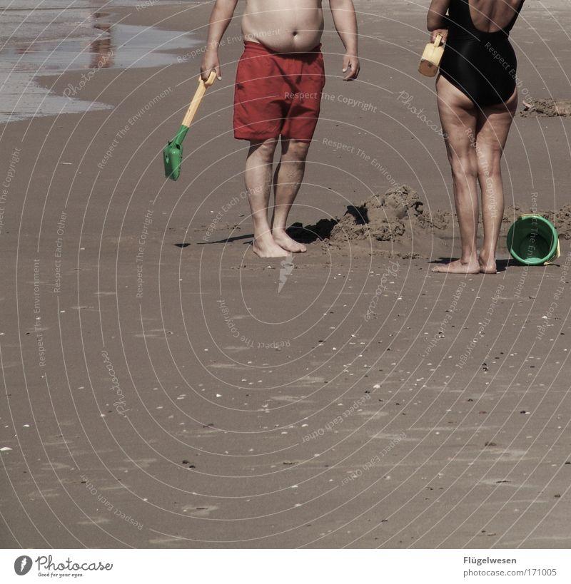 Wenn ihr nicht werdet wie die Kinder... Natur Sommer Freude Strand Fuß Küste Wellen Umwelt Fröhlichkeit Wellness Team Fluss Lebensfreude Spielzeug Bikini Freundlichkeit