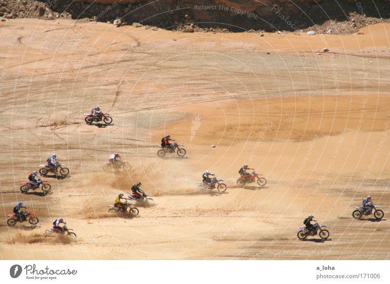 hasenjagd Mensch Mann Erwachsene Sport Berge u. Gebirge Stein Erde braun Felsen dreckig Abenteuer Erfolg fahren Jagd Rennsport sportlich