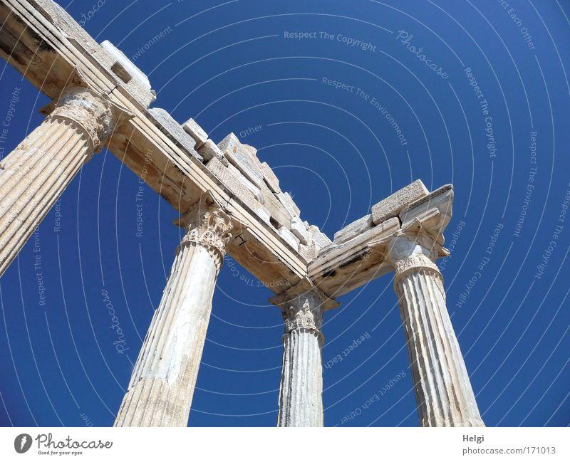 antik... Himmel blau weiß Sommer Wand Umwelt Architektur grau Wärme Stein Mauer groß Tourismus ästhetisch Kultur Vergänglichkeit