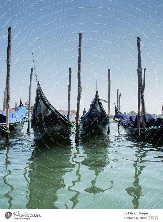 Gondeln auf dem Canal Grande Farbfoto Außenaufnahme Tag Vorderansicht Ferien & Urlaub & Reisen Tourismus Umwelt Landschaft Wasser Himmel Horizont Küste Adria