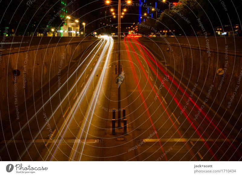 gute Nacht in der Straße von Berlin Berlin-Mitte Stadtzentrum Wand Straßenverkehr Verkehrszeichen PKW leuchten dunkel lang modern Geschwindigkeit Stimmung