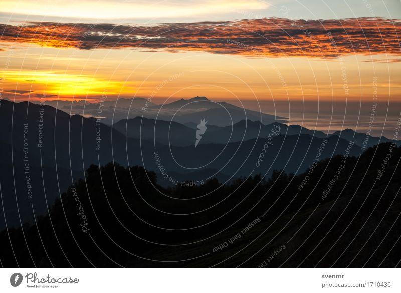Kelimutu Sunrise Ferien & Urlaub & Reisen Sommer Landschaft Erholung Ferne Berge u. Gebirge schwarz gelb Denken Freiheit orange Horizont Nebel wandern gold