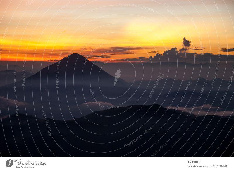 Inerie dawn Ferien & Urlaub & Reisen Tourismus Ausflug Abenteuer Ferne Freiheit Expedition Feuer Himmel Wolken Berge u. Gebirge Vulkan Gunung Inerie Gipfel