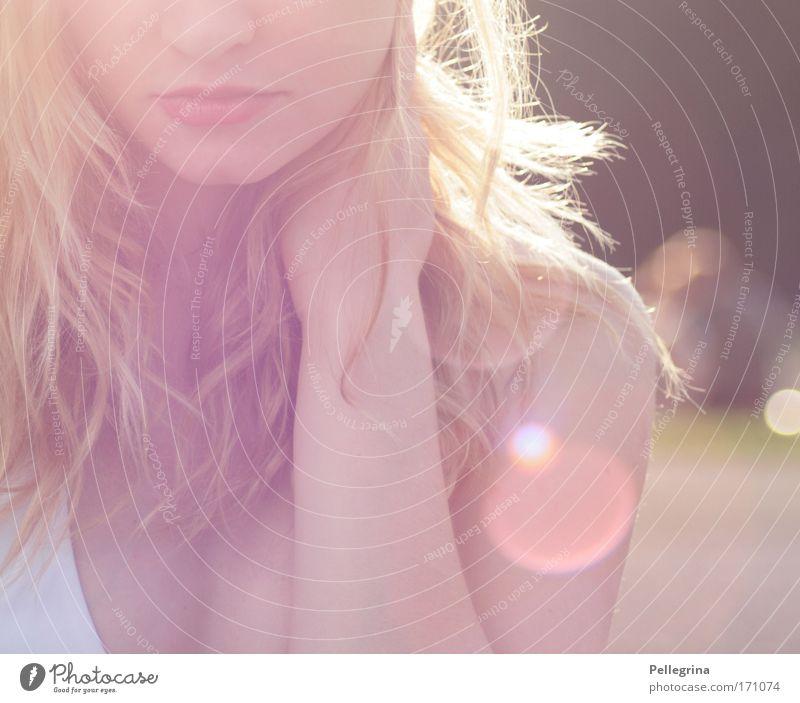 soft Farbfoto Außenaufnahme Nahaufnahme Tag Licht Sonnenlicht Sonnenstrahlen Schwache Tiefenschärfe feminin Frau Erwachsene Mund Lippen 1 Mensch 18-30 Jahre