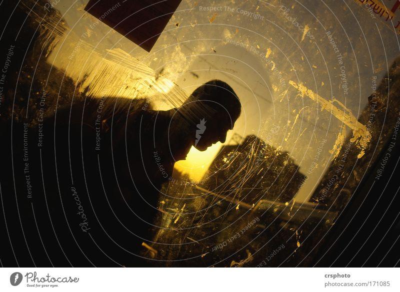 Glatze mit Heiligenschein Farbfoto Außenaufnahme Abend Licht Schatten Kontrast Silhouette Gegenlicht Oberkörper Profil Mensch Mann Erwachsene Kopf 1 Himmel