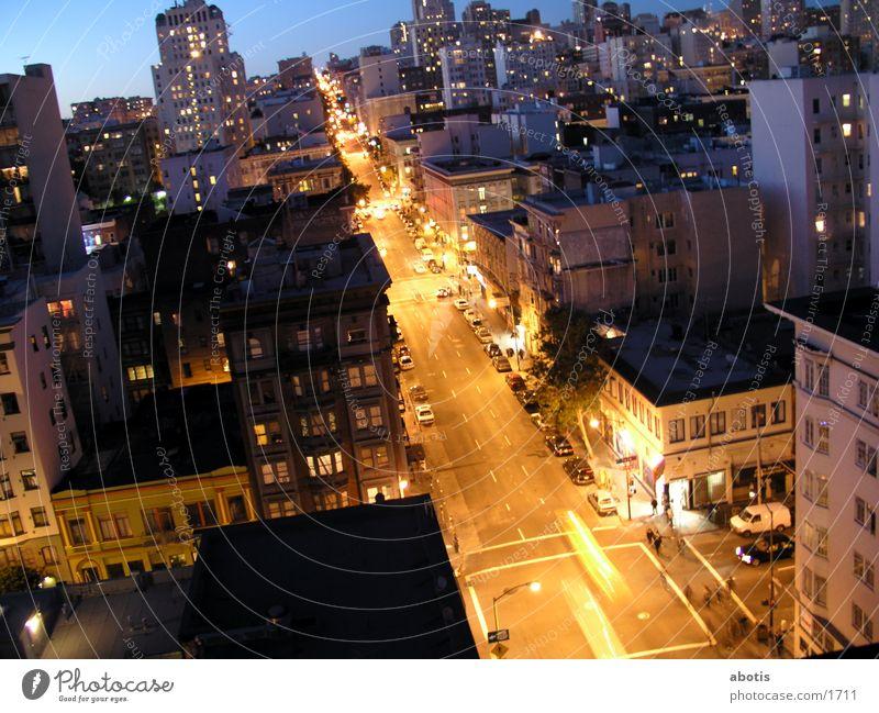 Abendlicher Stadtverkehr Verkehr San Francisco Gebäude Nordamerika Traffic Licht Lights Verzerrung