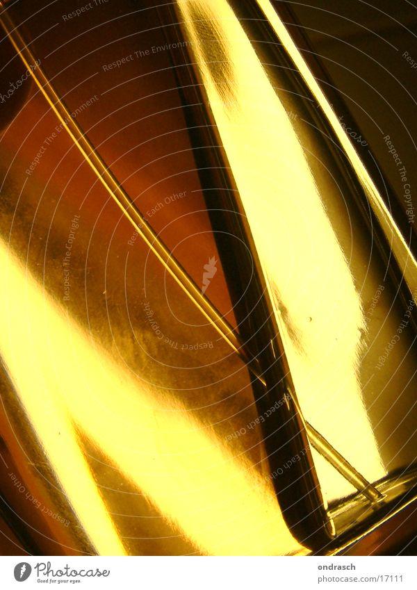 flacon Parfum Flüssigkeit Licht gelb schön Dinge Glas Flasche Bildausschnitt Anschnitt Detailaufnahme gold Parfumflakon