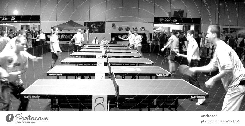Tischtennistische Sportveranstaltung Duell Tennis Schöpfkelle Netz Jugendliche Table Reihe Bewegung mehrere kämpfen Erfolg