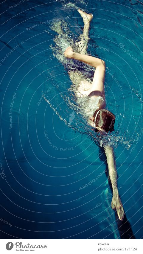 zielgerade Mensch Jugendliche Sport Linie maskulin nass Schwimmbad Spuren Fitness Schwimmen & Baden Schwimmsport sportlich Sportveranstaltung Ausdauer