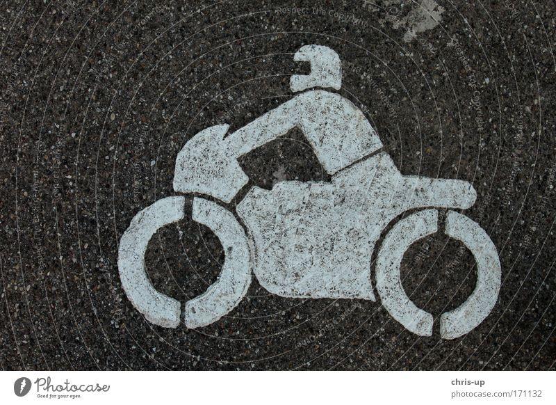 Motorrad auf Asphalt Farbfoto Gedeckte Farben Außenaufnahme Detailaufnahme abstrakt Muster Strukturen & Formen Menschenleer Hintergrund neutral Vogelperspektive