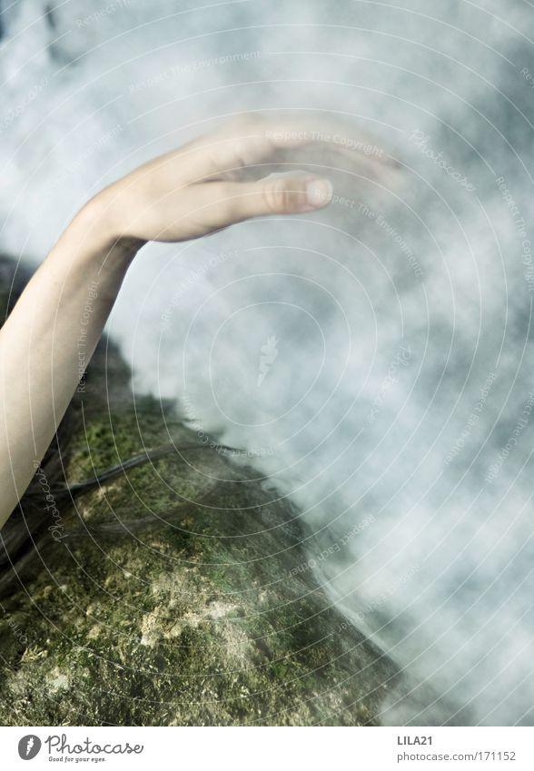 den himmel berühren... Frau Mensch Natur Hand Jugendliche Wasser feminin Stein See Regen Wellen Küste Haut Erwachsene Arme Nebel