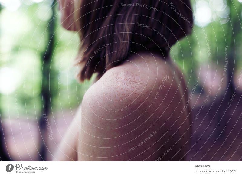 Sommersprossen Natur Jugendliche nackt schön Junge Frau Baum Erotik Wald 18-30 Jahre Erwachsene natürlich feminin außergewöhnlich blond ästhetisch