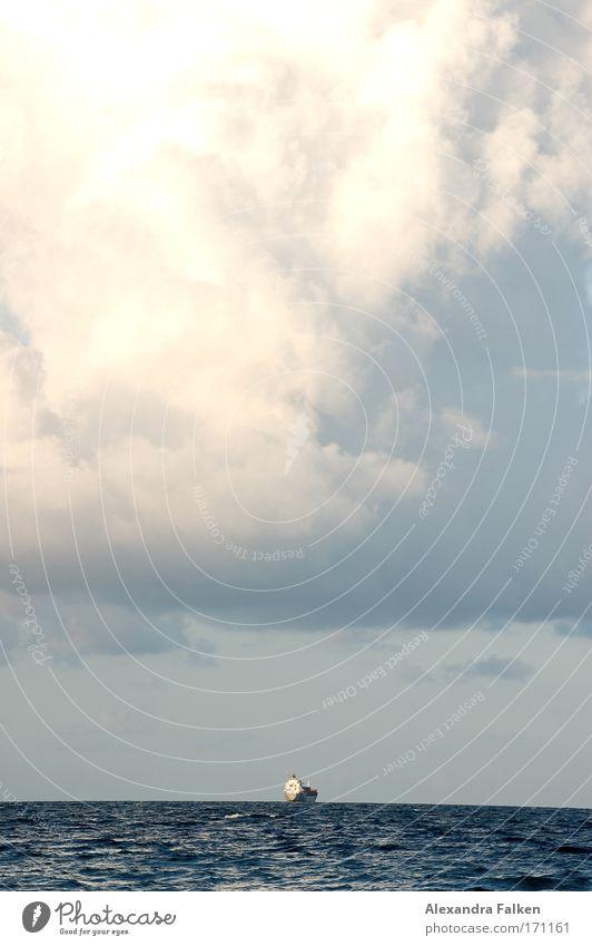 Ein Schiff wird kommen. Meer Wolken Wasserfahrzeug Horizont Schifffahrt Kreuzfahrt Wolkenhimmel Containerschiff