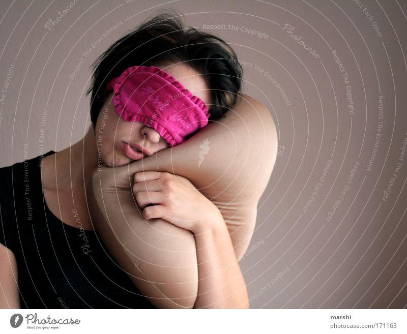 Ich brauche meinen Schlaf, keine Widerrede! Frau Mensch schön Erholung feminin Gefühle träumen Erwachsene Zufriedenheit rosa Freizeit & Hobby schlafen Bett
