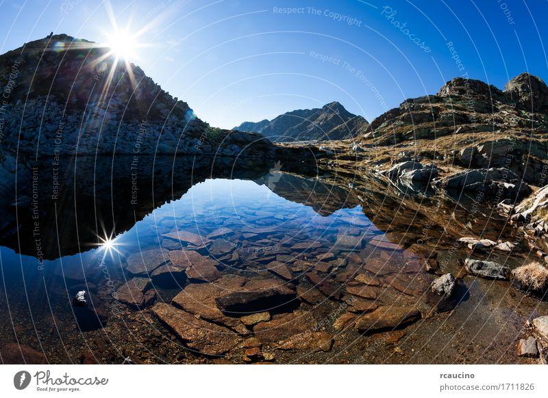 Kleiner Gebirgssee an einem sonnigen Herbsttag Himmel Natur Ferien & Urlaub & Reisen blau Sommer grün weiß Sonne Landschaft Berge u. Gebirge Wege & Pfade See