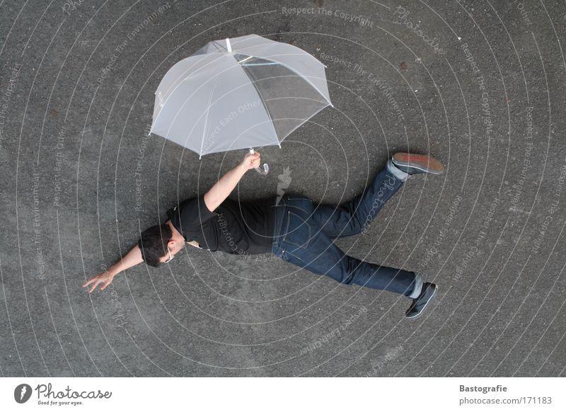 neue fluglinie Farbfoto Außenaufnahme Mensch maskulin 1 fliegen bedrohlich frei Gefühle Angst Todesangst gefährlich Luftverkehr Regenschirm Schirm fallen