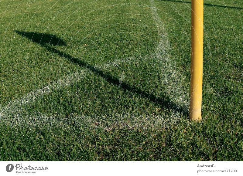 5 vor 12 Farbfoto mehrfarbig Außenaufnahme Menschenleer Textfreiraum links Textfreiraum unten Freizeit & Hobby Sport Ballsport Fußball Sportstätten Fußballplatz