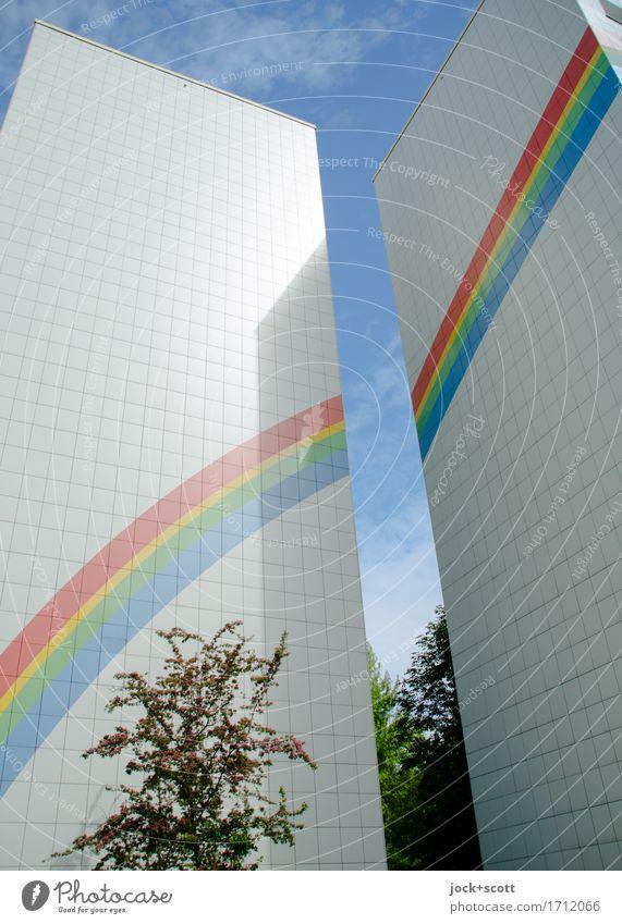 Regenbogen eine Fassade Design Architektur Himmel Frühling Schönes Wetter Baum Berlin Haus Plattenbau Brandmauer Zeichen Streifen eckig groß hoch Wärme Stimmung