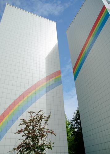 Regenbogen Haus Wand Berlin Mauer eckig Plattenbau Brandmauer