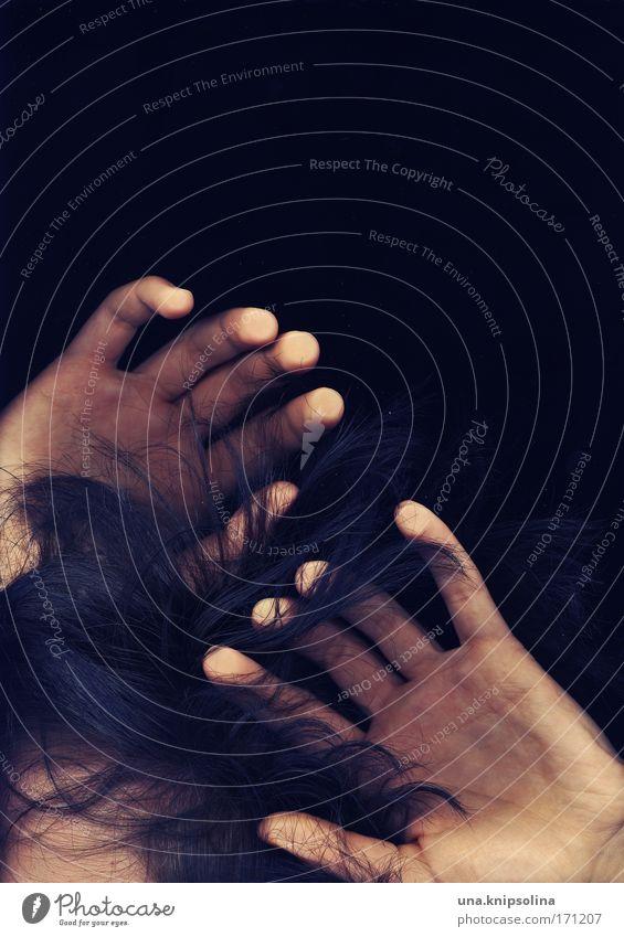 .no sunlight Mensch Hand Einsamkeit Gefühle Haare & Frisuren Traurigkeit Kopf Haut Angst Finger berühren Schutz tauchen Sehnsucht Schmerz Platzangst