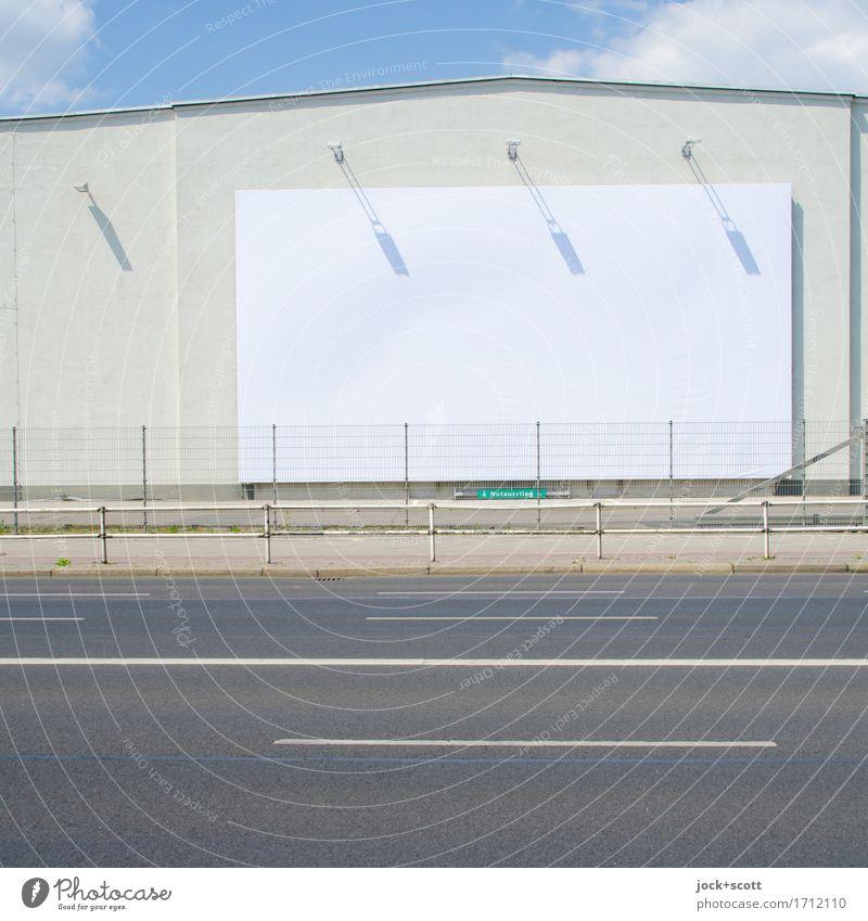 Freifläche & farblos Design Sommer Schönes Wetter Berlin Gebäude Mauer Wand Straße Schilder & Markierungen Linie eckig frei hell oben Originalität grau weiß