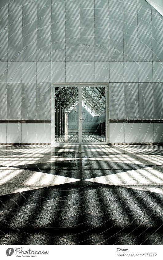 kathedrale der moderne blau Stadt ruhig Haus Lampe dunkel kalt Gebäude Architektur Tür modern ästhetisch Fliesen u. Kacheln Tor leuchten Bauwerk