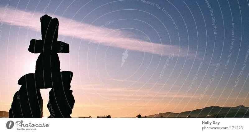 Abschied Himmel Sommer schwarz Gefühle Küste Stein Stimmung Kunst Wasserfahrzeug Horizont groß Kultur Hügel Kreuz historisch Wahrzeichen